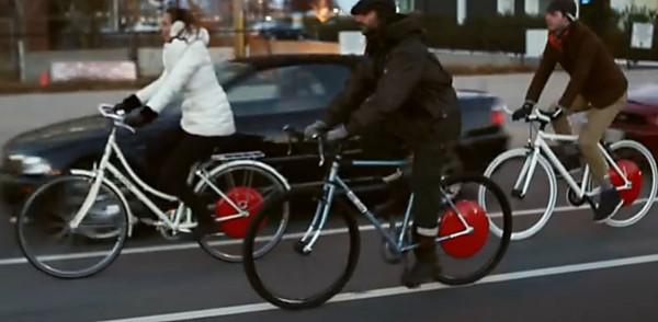 Copenhagen Wwheel promotional video shows bicyclists riding in the door zone