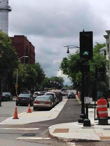 New bicycle-specific traffic light on Western Avenue